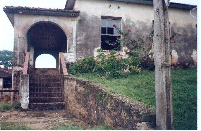 Vista lateral da casa sede da Fazenda dos Vila